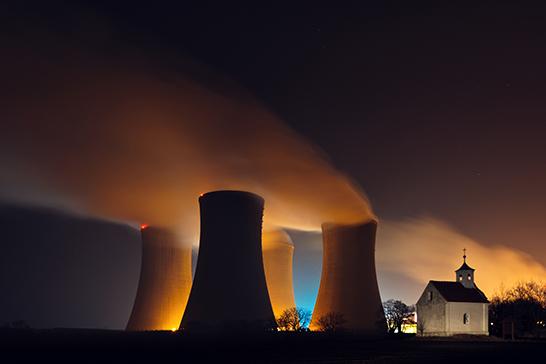 Atomkraftwerk bei Nacht - Quelle: pond5.com